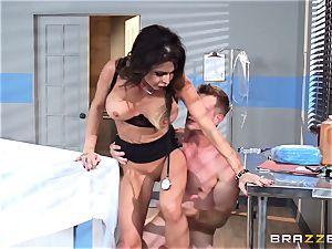 succulent medic Jessica Jaymes relieves her throbbing patient
