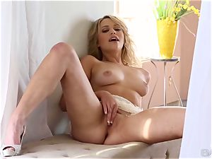 lovely blond Mia Malkova adores her delicate beaver