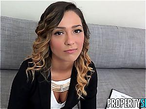 PropertySex sizzling Agent screws Home possessor for Signature