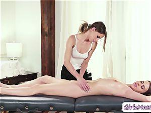 fabulous Jill Kassidy gets her twat tongued by masseuse Jillian Jansons