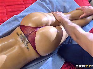 Nina Elle penis jammed by Sean Lawless
