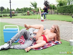 Alessandra James penetrated nuts deep by street performer